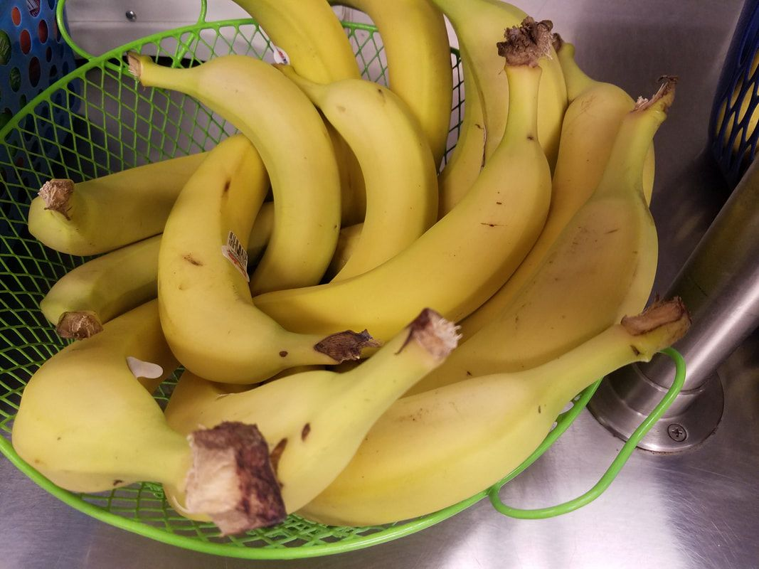 Picture of basket of fresh bananas for snack